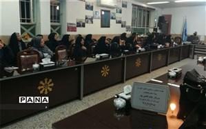برگزاری جلسه مشاوره ویژه والدین دانش آموزان پایه دهم  دبیرستان فرزانگان حکیم زاده ناحیه یک یزد