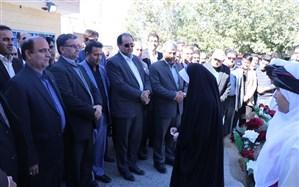 اعطای هدیه 500 میلیون ریالی مدیرکل آموزش و پرورش به مدارس صالح آباد