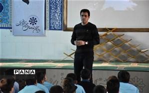 گرامیداشت هفته جهانی فضا در دبیرستان شهید صدوقی دوره اول