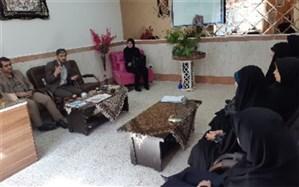بازدید رئیس سازمان دانش آموزی استان همدان از مدرسه دخترانه شاهد اخوان