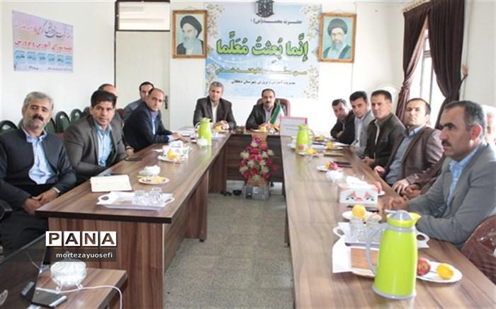 جلسه شورای آموزش و پرورش  شهرستان دهگلان برگزار شد