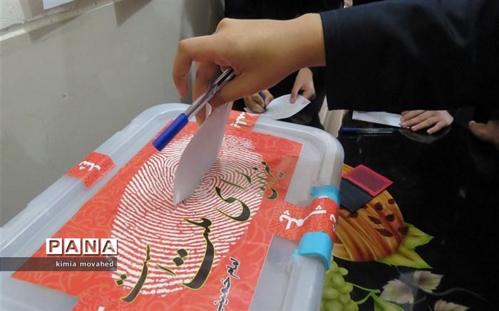 برگزاری انتخابات شورای دانش اموزی