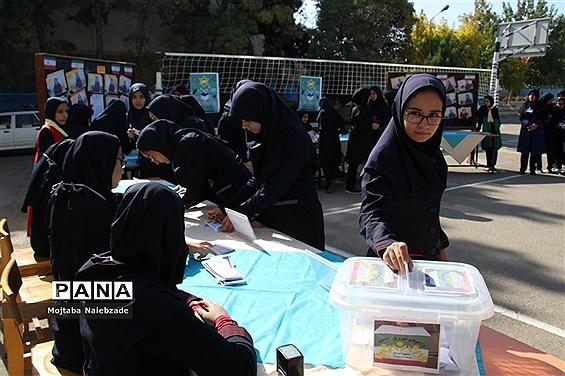 بیست و یکمین دوره انتخابات شورای دانشآموزی در تباکان خراسان رضوی