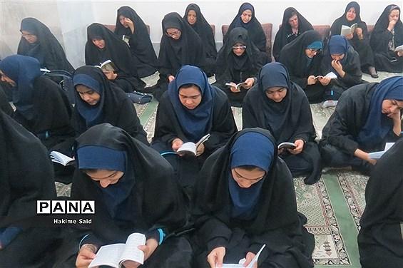 برگزاری مراسم پرفیض دعای ندبه در دبیرستان فرزانگان دوره اول ناحیه 2 یزد
