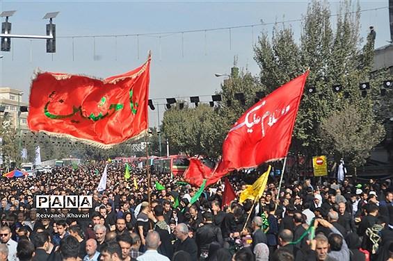 شورحسینی در راهپیمایی  جاماندگان اربعین حسینی