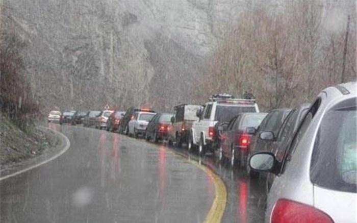 جاده های مازندران برفی و مه آلود شد