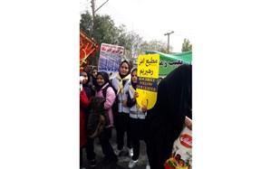 فریاد رسای استکبار ستیزی فرهنگیان و دانش آموزان بیجار در روز دانش آموز