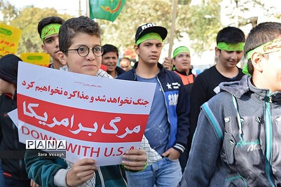 نمایش اقتدار دانشآموزان شهریاری در روز ملی استکبار ستیزی