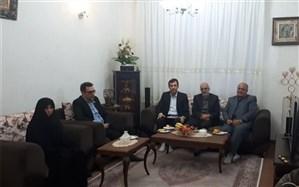 دیدار مدیر کل آموزش و پرورش آذربایجان غربی با خانواده دانش اموز شهید