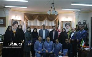 دیدار 6 تن از دانش آموزان گیلانی مدال آور المپیادهای کشوری با مدیرکل آموزش و پرورش استان
