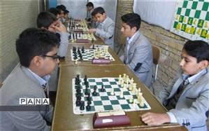برگزاری مسابقات انتخابی تیم شطرنج دبیرستان شهید ذوالفقاری میبد