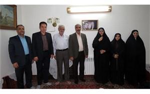 دیدار مدیر آموزش و پرورش منطقه 8 از خانواده شهید علیرضا ابوطالبی