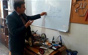 اختراع معلمی که  یادگیری دروس فنی را سریع و ساده کرده است