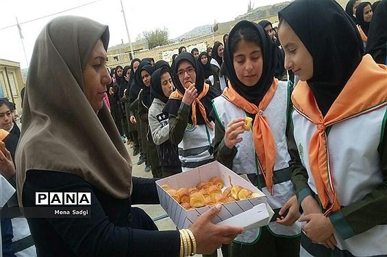 جشن میلاد پیامبر (ص) در مدارس شهرستان راز وجرگلان خراسان  شمالی