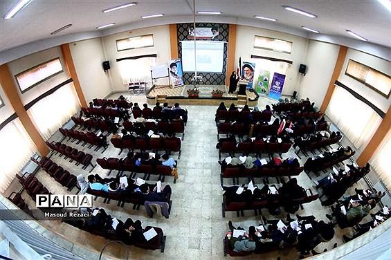 دوره آموزشی اصول خبرنویسی و عکاسی خبری دانشآموزان میانه