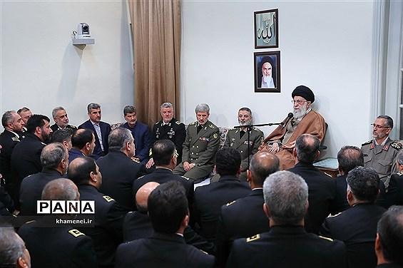 دیدار جمعی از فرماندهان ومسئولان نیروی دریایی ارتش با رهبر معظم انقلاب