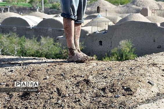 «بام اندود» یکی از آیینهای قدیمی مردم خراسان جنوبی