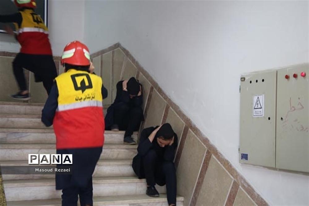 بیستمین مانور زلزله در هنرستان عترت میانه