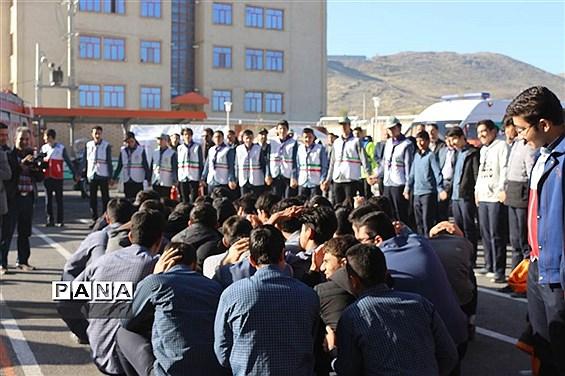 مانور زلزله در دبیرستان پسرانه رستگاران اراک