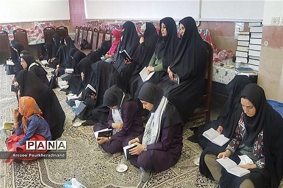 برگزاری دعای ندبه دانش آموزی در دبیرستان فرزانگان حکیم زاده ناحیه یک یزد
