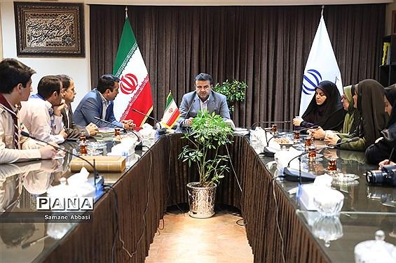 دیدار اعضای سازمان دانشآموزی مازندران با استاندار