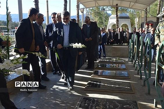 ادای احترام استاندار جدید خراسان جنوبی  به مقام شامخ شهدا