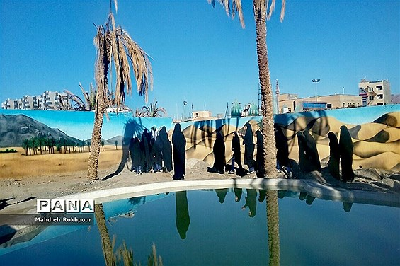بازدید تعدادی ازدختران مدرسه فخرالزمان قریب از نمایشگاه حراتاحرم