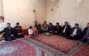 دو دانش آموز بازمانده از تحصیل عشایری آذربایجان شرقی در مدرسه حضور یافتند