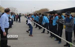 برگزاری فینال مسابقه طناب کشی در دبیرستان شهید صدوقی دوره دوم