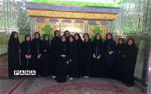 حضور دانش آموزان دبیرستان فرزانگان دوره اول در زیارتگاه سید فتح الدین رضا