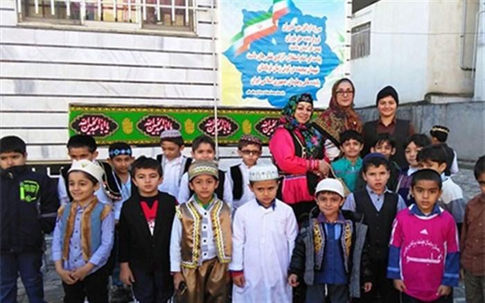 حضور دانش آموزان مازندرانی با لباس محلی در مدرسه