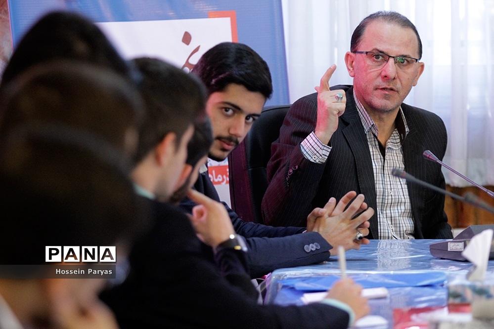 اولین جلسه کمیته اصلاح آییننامه داخلی نهمین دوره مجلس دانشآموزی- 2