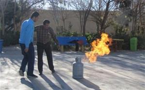 آموزش عملی اطفای حریق در دبیرستان شهید صدوقی دوره دوم