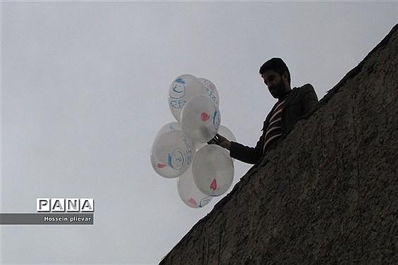 مسابقات نجات تخم مرغ در دبیرستان شهید نواب صفوی بیرجند