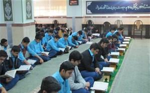 گرامیداشت هفته قرآن و پژوهش در دبیرستان شهید صدوقی دوره دوم