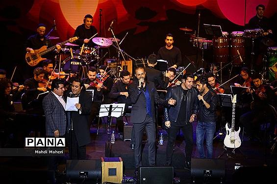 کنسرت نوستالژی عاشقانههای ناصر چشم آذر