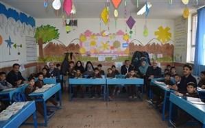 فولادوند: معلمان به دانش آموزان مهارت زندگی کردن،ارتباط با دیگران واخلاق آموزش دهند
