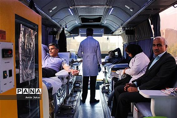 اهداء خون کارکنان سازمان دانشآموزی و  اداره کل آموزش و پرورش فارس