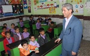 مدیر آموزش و پرورش دشتستان از دبستان شهید جاوید کازرونی بازدید کرد
