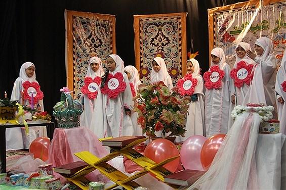 مراسم جشن عبادت و بندگی 56نفراز دانش آموزان دختر دبستان مطهره