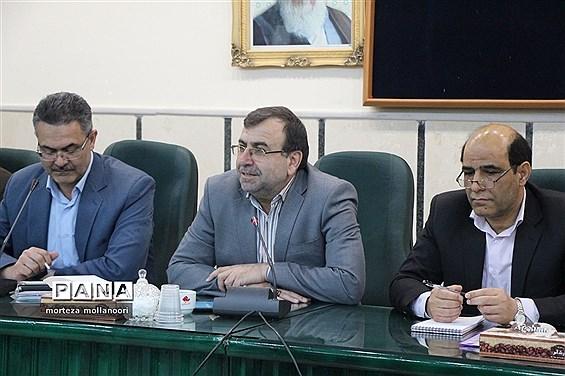 نشست صمیمی سرپرست معاونت آموزش متوسطه وزارت با جمعی از مدیران آموزش و پرورش یزد