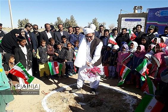 مراسم کلنگزنی مدرسه 3 کلاسه حجت توسط خیرین موسسه پویش مهربانی در شهرستان هیرمند