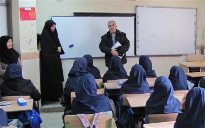ارزشیابی درس آمادگی دفاعی دانش آموزان پایه دهم شهرستان فیروزکوه
