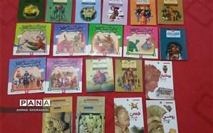 اهدای 80 جلد کتاب به مدرسه ای در لالی از سوی یک آموزگار