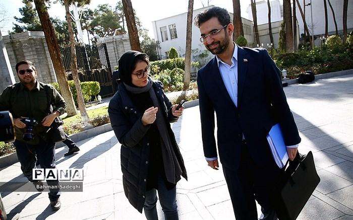 آذری جهرمی: وزارت صنعت مسئول رسیدگی به بازار موبایل شد؛ رحمانی: پیگیر هستیم