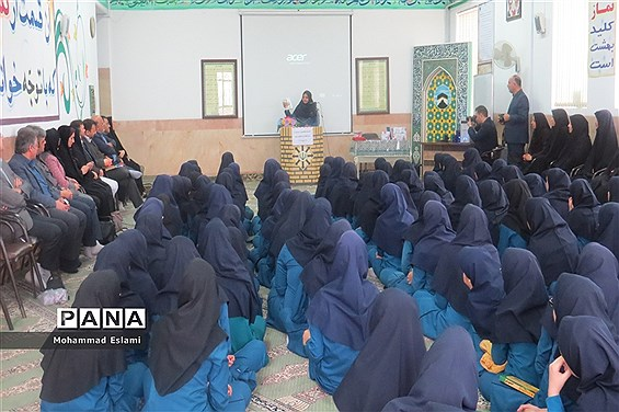 برگزاری نشست کتابخوانهای مدرسهای در دبیرستان فرزانگان شهدای اردکان