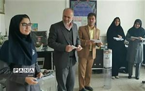 برگزاری جلسه توجیهی در مدارس هدف عضو انجمن دوستداران طبیعت کانون لقمان کاشمر