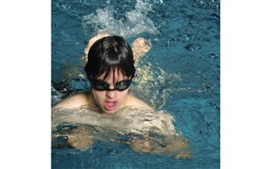 دانش آموز با نیازهای ویژه استان کردستان در مسابقات شنای استعدادیابی کشور خوش درخشید