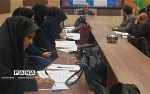 کارگاه درس  زیست شناسی  پایه  ۱۲  با حضور مولف کتاب در شهرستان امیدیه برگزار شد