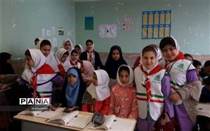 کمک رسانی دانش آموزان پیشتازان دبستان دخترانه پالایشگاه  آبادان به دانش آموزان  کم برخوردار روستایی